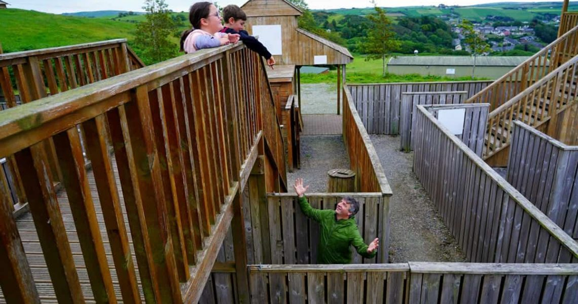 Julia & Cathal Ryan having fun looking at Geoff Wycherley getting lost in the Timber Maze at Smugglers Cove